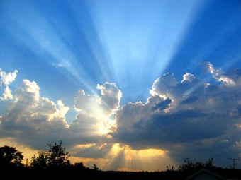 sunshine_through_clouds